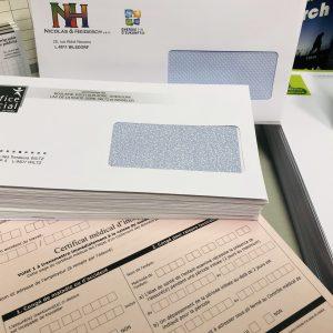Visitenkarten/ Briefpapier & Umschläge sowie Flyer, Plakate und Stempel